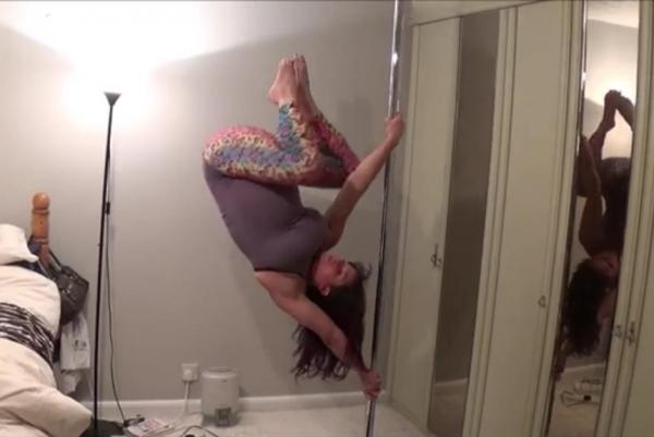 Pregnant British woman performs pole dance while in labor