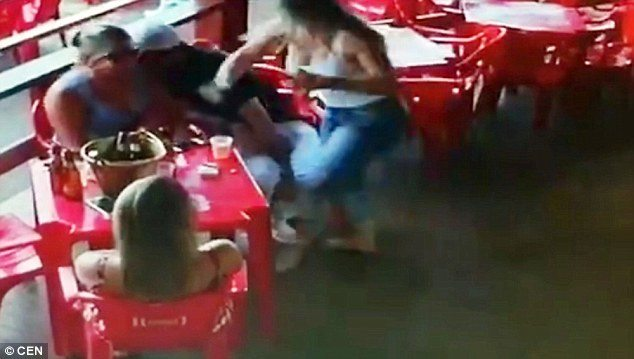 Girlfriend attacks her cheating partner and his mistress