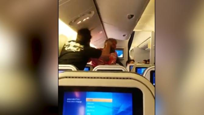 Passengers get into fistfight aboard Los Angeles-bound flight, video shows