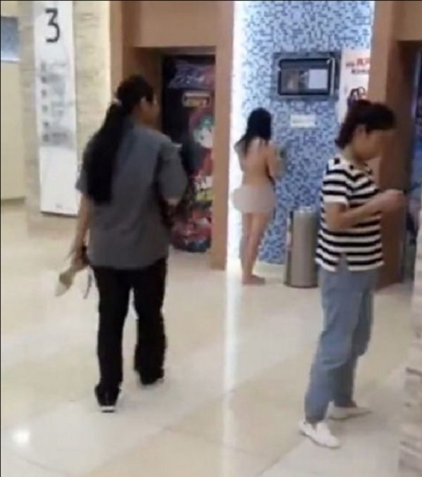 woman-strips-naked-in-mall-1
